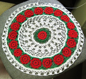 Christmas Floral Round, start date: July 1, 1992